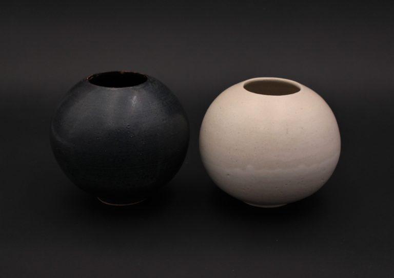 vase-noir-et-blanc-ceramique
